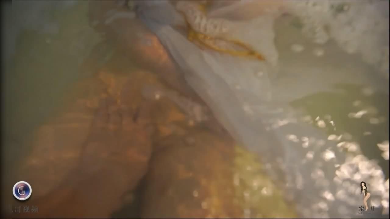 果哥出品-女神 索菲 浴缸里的奶牛被咸猪手骚扰-1V