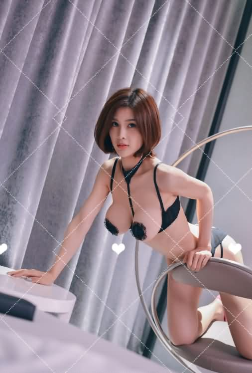 闫盼盼 10月最新写真